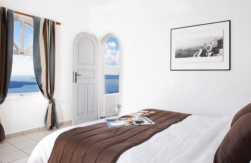 Loucas On The Cliff, Santorini